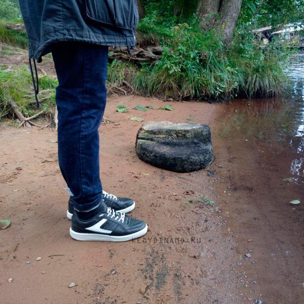 Купить черно-белые кроссовки