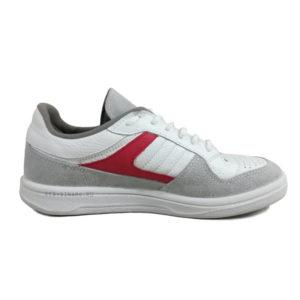 Белые кроссовки с красной полоской