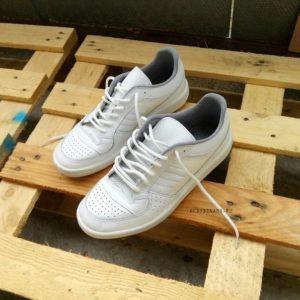 купить белые кроссовки