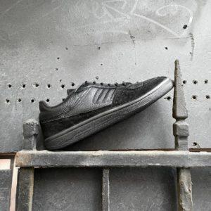Черные низкие кроссовки