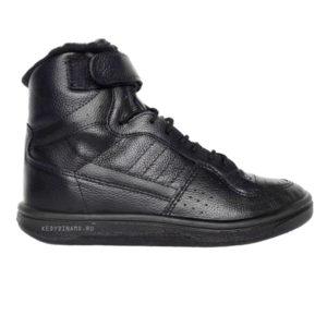 Черные зимние кроссовки