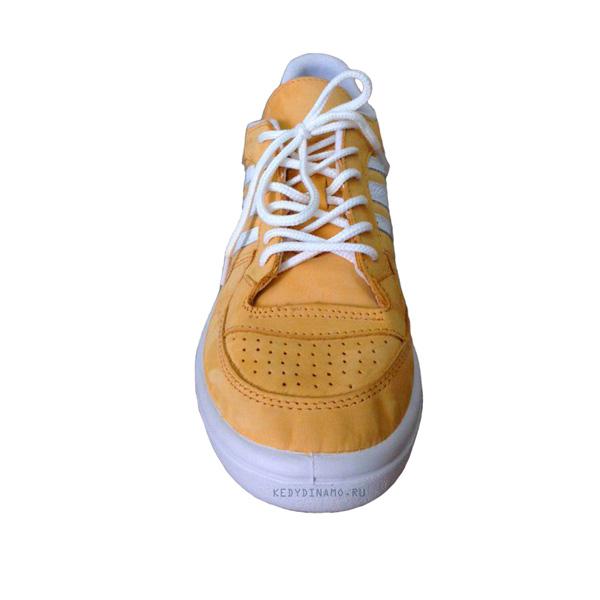 Кроссовки желтого цвета