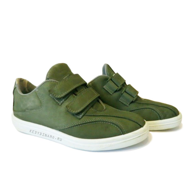Кроссовки зеленого цвета