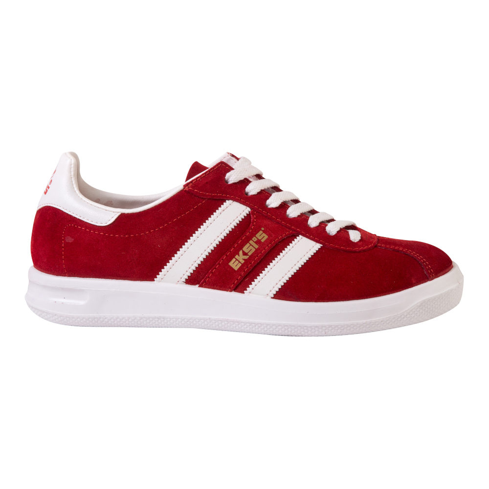 Красные кроссовки