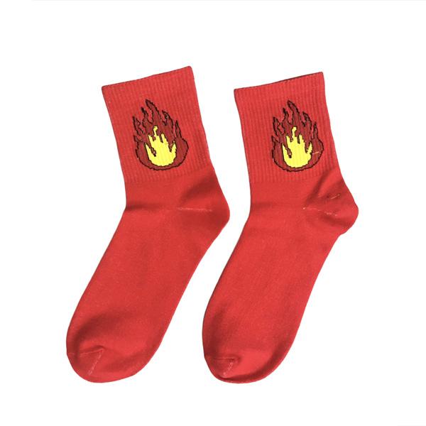 красные носки с огнем